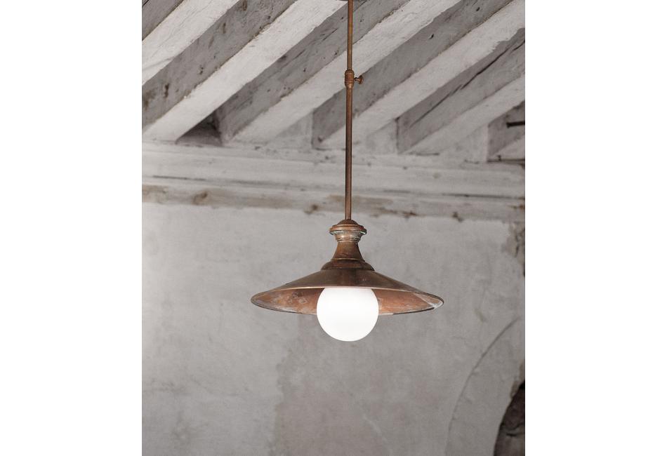 Lampada in ottone a sospensione a parete e palo: loggia aldo bernardi
