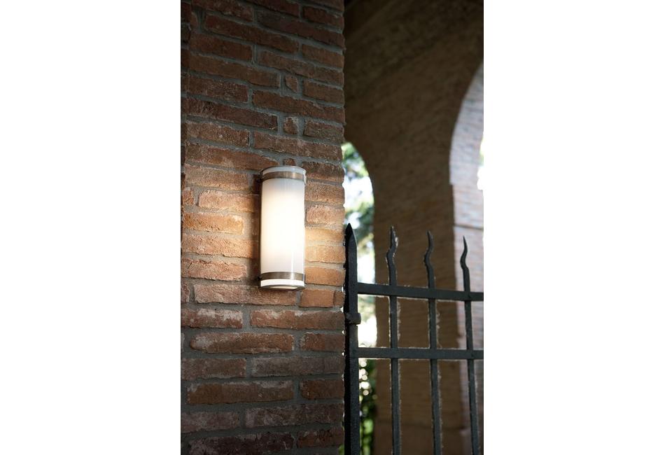 Lampada a muro da esterno in metacrilato hanny aldo bernardi