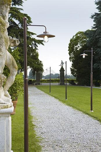 Illuminazione da esterno otello apparecchio a parete e testa palo in rame aldo bernardi - Pali illuminazione da giardino ...